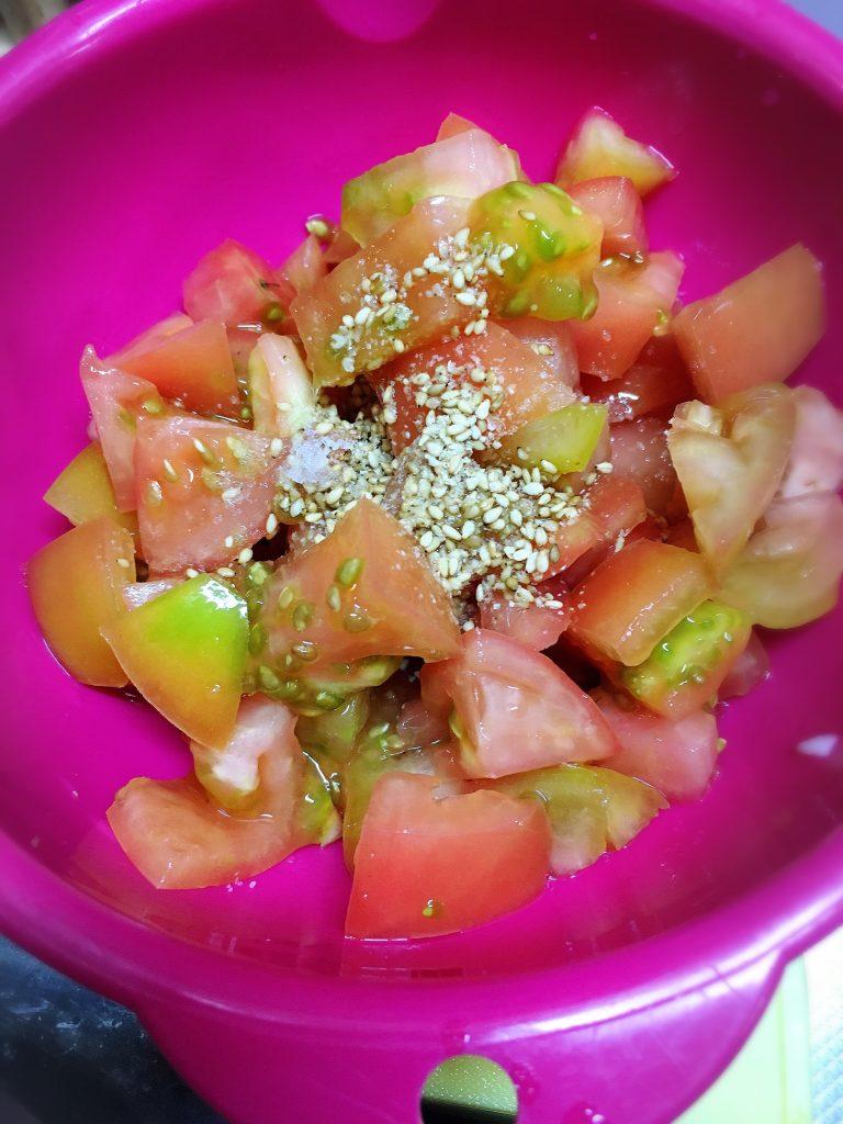 男子ごはん韓国風パスタトマトのナムルを作る